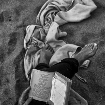 """""""Disfrutando en soledad"""". Autora: Arbil Iciar. Concurso de fotografia """"Mirando la Soledad"""" MatiaZaleak"""