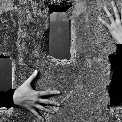 """""""Abrazos de soledad"""". Autor: Osmel Portuondo. Concurso de fotografia """"Mirando la Soledad"""" MatiaZaleak"""
